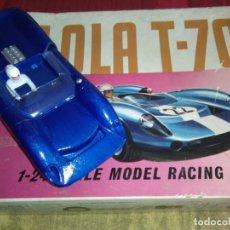 Slot Cars: COCHE METAL SLOT LOLA T 70 ESCALA 1/24 KB AURORA. Lote 277171823