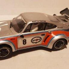 Slot Cars: SCALEXTRIC PORSCHE 911 MARTINI DE CARRERA EVOLUTION. Lote 289338758