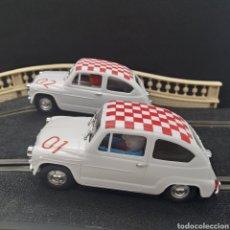 Slot Cars: LOTE 2 SEAT 600 PARA SCALEXTRIC CON DORSAL 01 Y 02 Y DECORACIÓN RALLY EN TECHO A CUADROS TIPO ABARTH. Lote 297106203