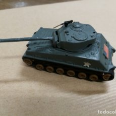 Slot Cars: TANQUE CARRO DE COMBATE W. T. 310 M4A3E8 SHERMAN (TANQUE MILITAR) MADE IN HONG KONG METALICO. Lote 168077984