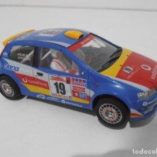 Slot Cars: COCHE SCALEXTRIC NINCO, FIAT PUNTO VODAFONE, FUNCIONA. Lote 151862402