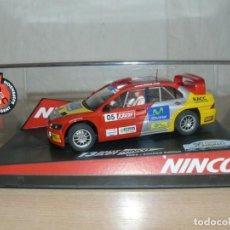 Slot Cars: SCALEXTRIC NINCO 13 RALLY SLOT 2005 MITSUBISHI LANCER WRC CAT-C.DAURADA MOVISTAR COCHE CAR. Lote 198328365