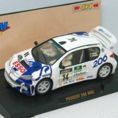 Slot Cars: PEUGEOT 206 WRC FRANÇOIS DELECOUR TOUR DE CORSE 1999 (TEAM SLOT). Lote 128021095