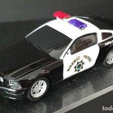 Slot Cars: CARRERA FORD MUSTANG POLICIA FALTAN RETROS UN CABLE SIN TETON Y FALTA TRENCILLA, FUNCIONA. Lote 289611268