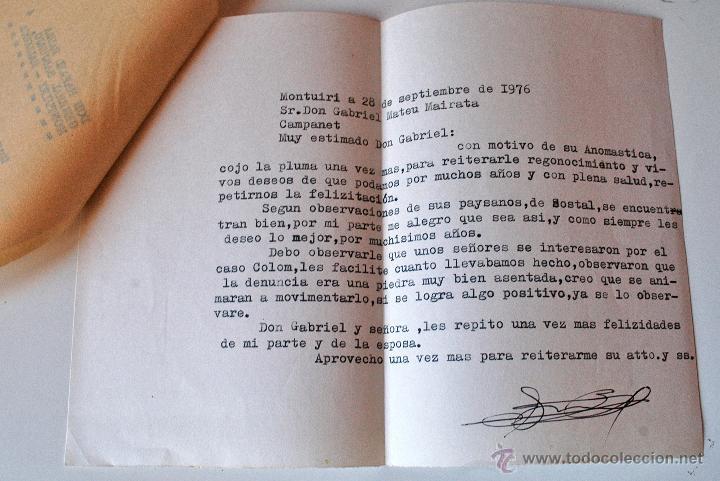 CARTA A MAQUINA ESCRITA Y FIRMADA POR EL ESCRITOR DE MONTUIRI, RAFAEL BAUZA, 1976 (Sellos - Historia Postal - Sello Español - Sobres Circulados)
