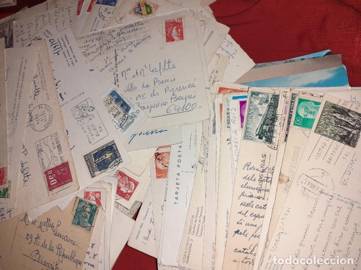 LOTE DE 239 POSTALES CIRCULADAS CON SELLO. ESPAÑA Y EXTRANJERO (Sellos - Historia Postal - Sello Español - Sobres Circulados)