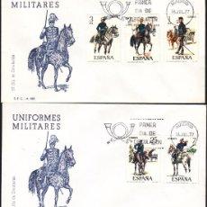Sellos: 2 SOBRES PRIMER DIA, UNIFORMES MILITARES ESPAÑA 1977, SERIE COMPLETA, MATASELLO MADRID. Lote 34009532