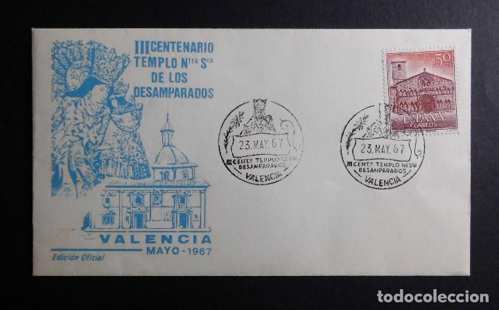 Sellos: III CENTENARIO DE TEMPLO NTRA SRA DE LOS DESAMPARADOS 23 MAYO 1967 Y SOBRE CON TARJETA NAVIDAD 1967 - Foto 2 - 70050181