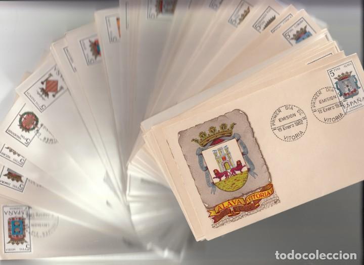 COLECCION COMPLETA DE ESCUDOS CON EL MATASELLOS PRIMER DIA DE LA PROVINCIA. (Sellos - Historia Postal - Sello Español - Sobres Primer Día y Matasellos Especiales)