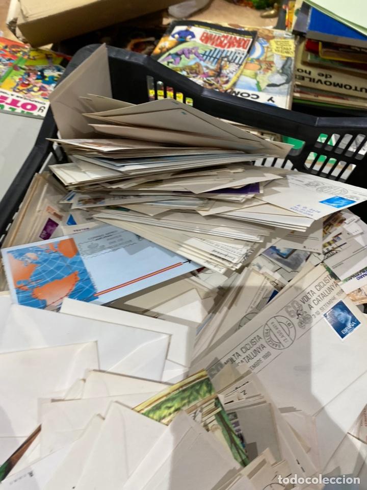Sellos: Gran lote de sobres del primer dia antiguos y sellos - caja plástico grande llena - ver las imágenes - Foto 3 - 205269146