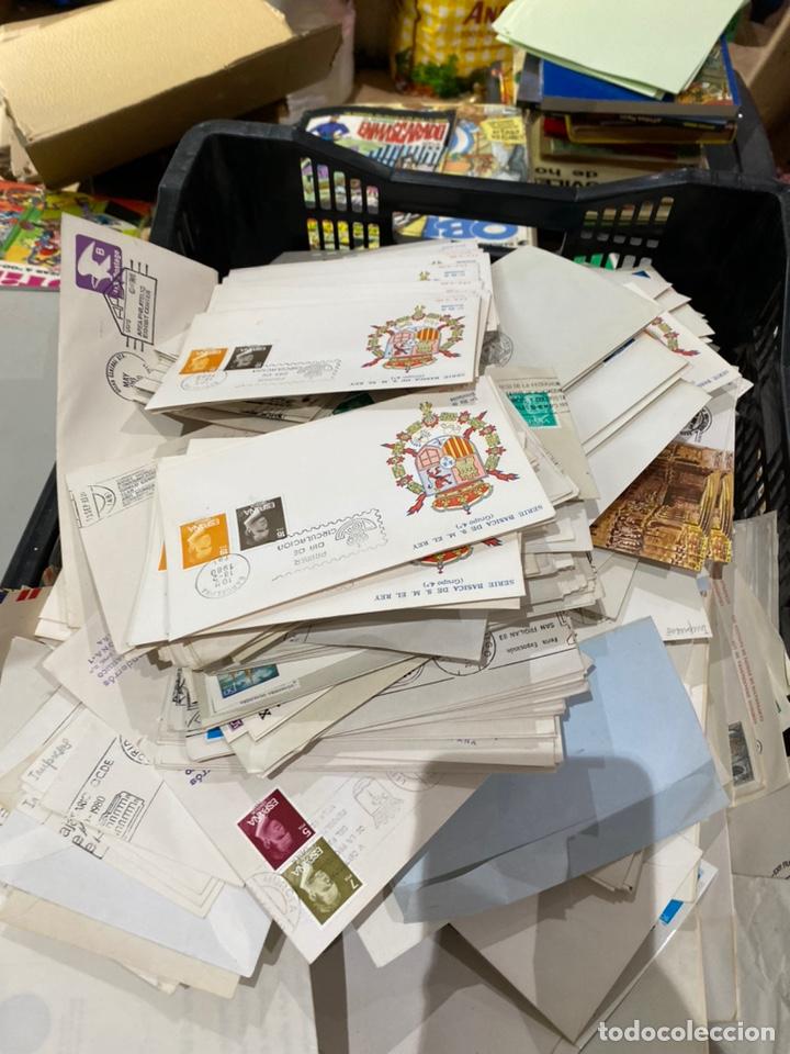 Sellos: Gran lote de sobres del primer dia antiguos y sellos - caja plástico grande llena - ver las imágenes - Foto 4 - 205269146