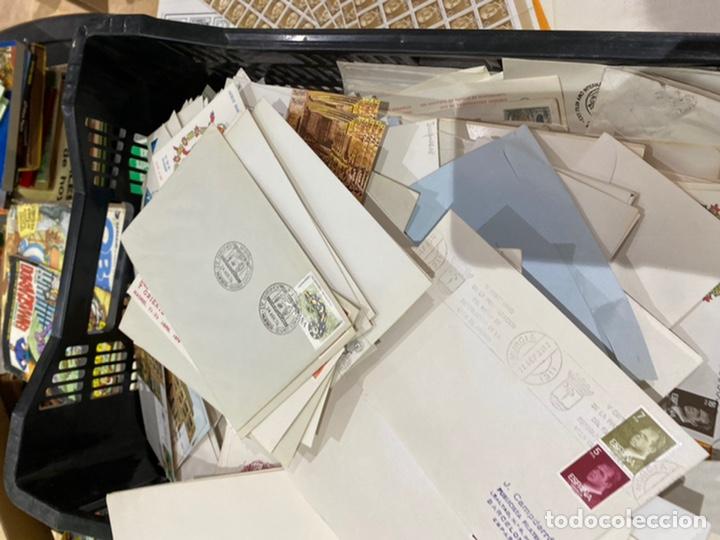 Sellos: Gran lote de sobres del primer dia antiguos y sellos - caja plástico grande llena - ver las imágenes - Foto 6 - 205269146