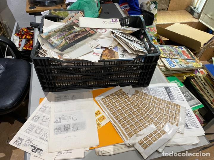Sellos: Gran lote de sobres del primer dia antiguos y sellos - caja plástico grande llena - ver las imágenes - Foto 7 - 205269146