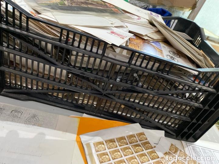Sellos: Gran lote de sobres del primer dia antiguos y sellos - caja plástico grande llena - ver las imágenes - Foto 8 - 205269146