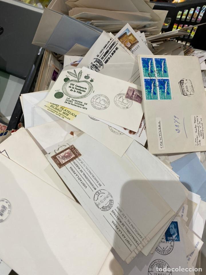 Sellos: Gran lote de sobres del primer dia antiguos y sellos - caja plástico grande llena - ver las imágenes - Foto 10 - 205269146