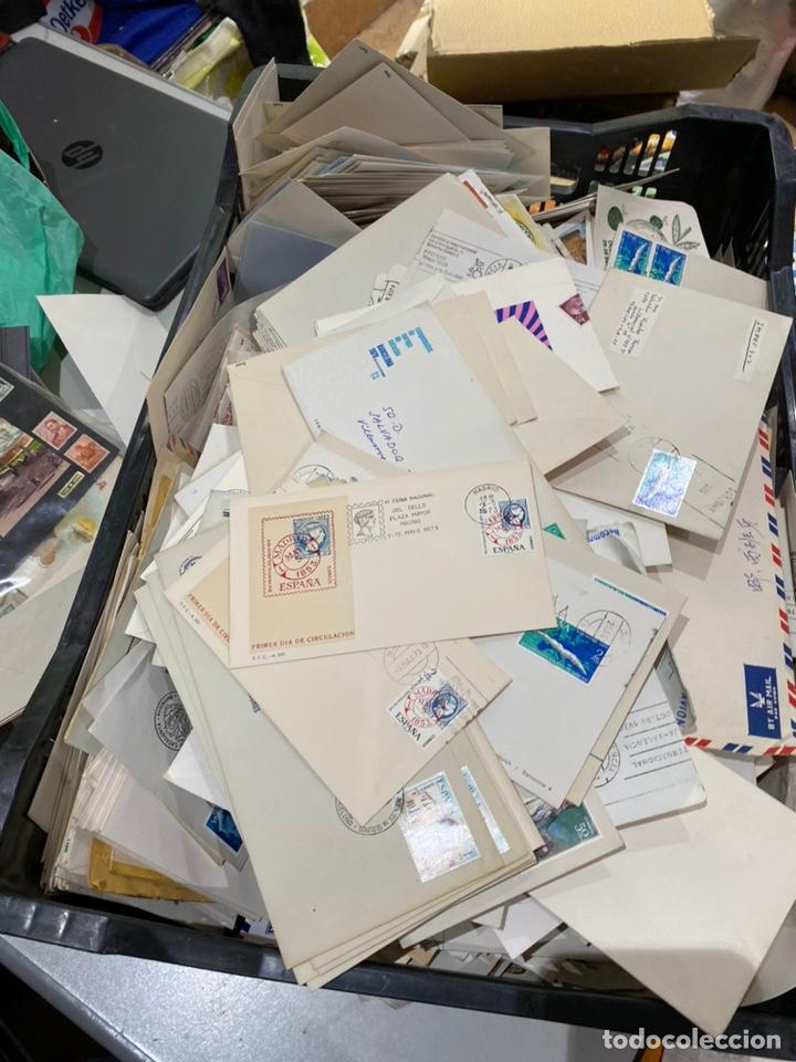 Sellos: Gran lote de sobres del primer dia antiguos y sellos - caja plástico grande llena - ver las imágenes - Foto 11 - 205269146