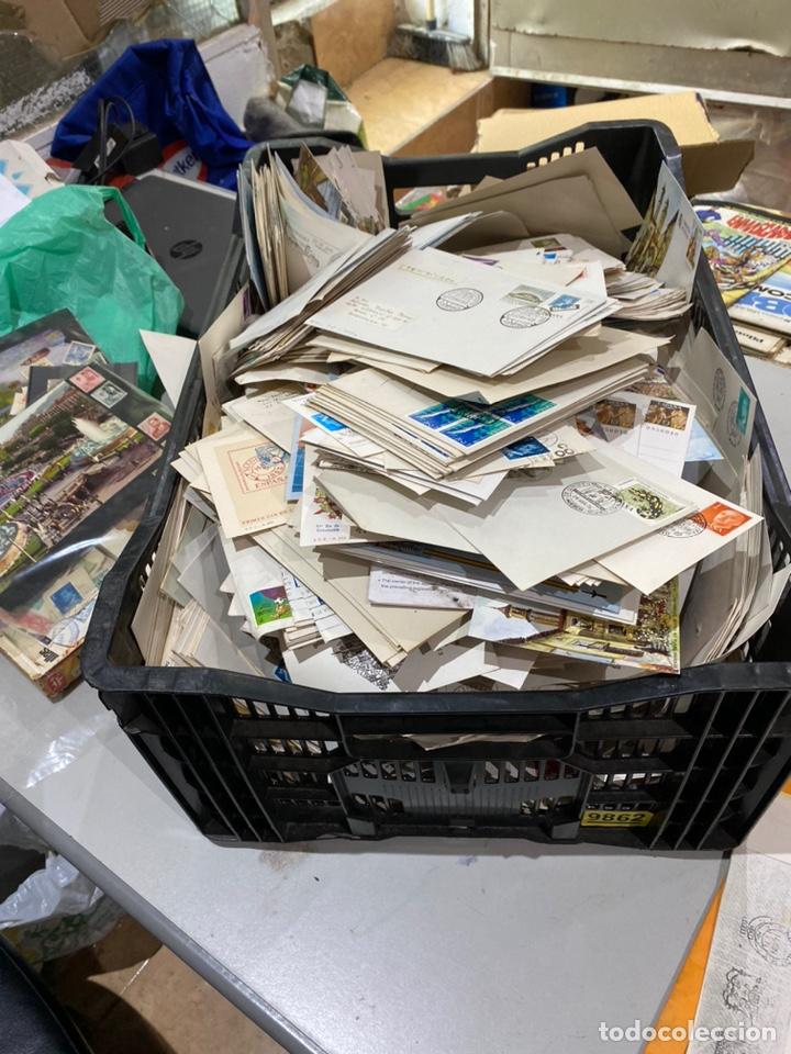 Sellos: Gran lote de sobres del primer dia antiguos y sellos - caja plástico grande llena - ver las imágenes - Foto 13 - 205269146