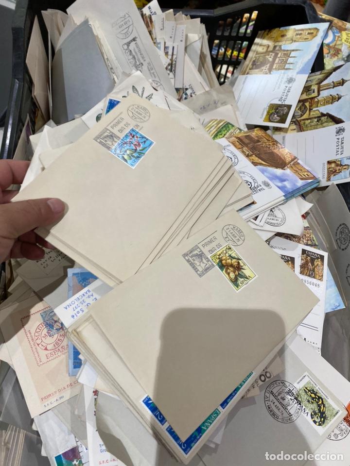 Sellos: Gran lote de sobres del primer dia antiguos y sellos - caja plástico grande llena - ver las imágenes - Foto 14 - 205269146