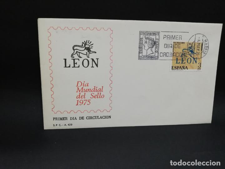 SOBRE PRIMER DIA. LEON. DIA MUNDIAL DEL SELLO. MADRID. 1975. (Sellos - Historia Postal - Sello Español - Sobres Primer Día y Matasellos Especiales)