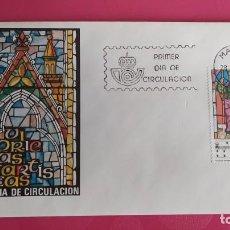 Sellos: VIDRIERAS ARTISTICAS 1983 SFC A. 610 ESPAÑA SOBRE PRIMER DIA CIRCULACION. Lote 215027820