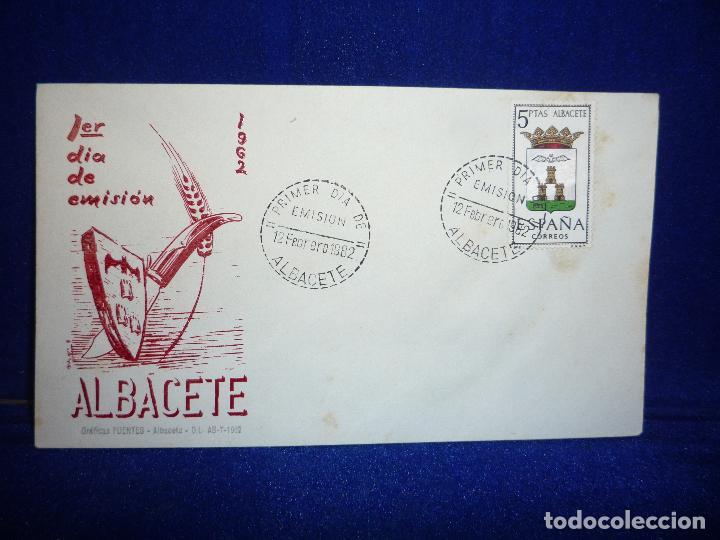 SOBRE Y SELLO 5 PTS PRIMER DIA DE EMISION ALBACETE 12 FEBRERO 1962 (Sellos - Historia Postal - Sello Español - Sobres Primer Día y Matasellos Especiales)