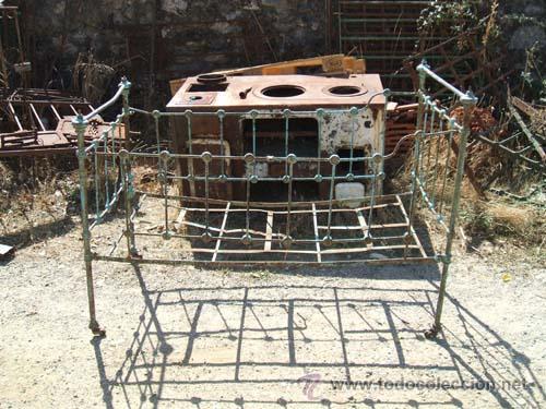 Peque a cama nido a os 40 en hierro y lat n pa comprar - Camas antiguas de hierro ...