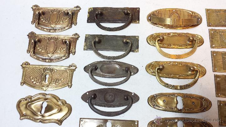 Lote 40 piezas embellecedores bocallaves tir comprar tiradores antiguos en todocoleccion - Herrajes muebles antiguos ...