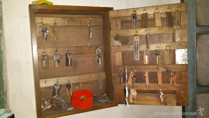 Cuelgallaves armario industrial de madera para comprar for Armario industrial vintage