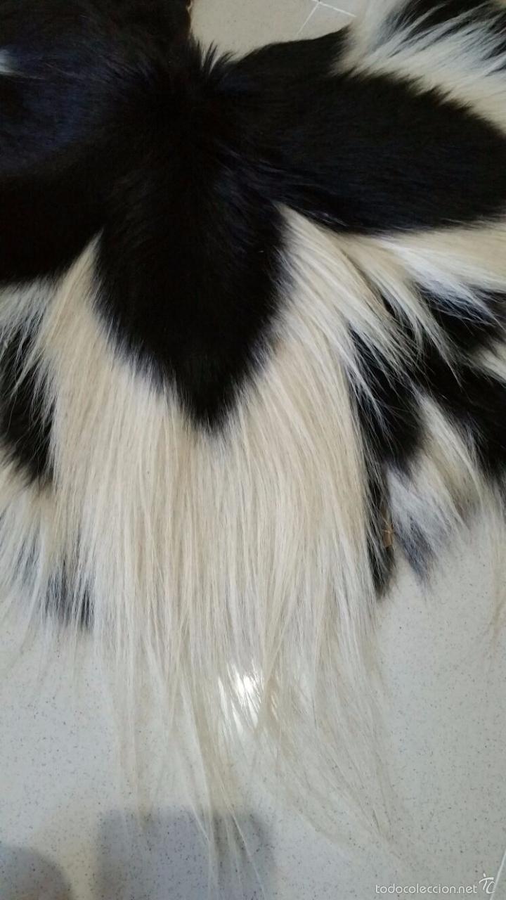Fantastica pareja de pieles blanca y negra con comprar complementos vintage en todocoleccion - Alfombra redonda pelo largo ...