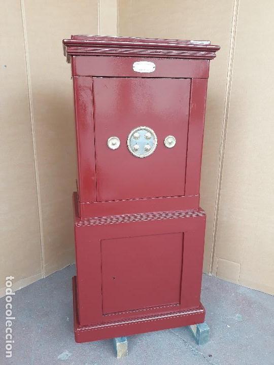 Caja fuerte roja
