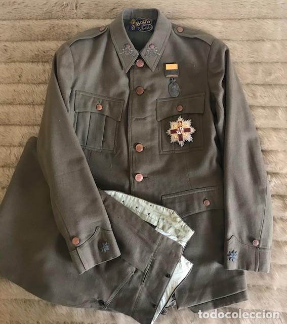 Subasta Extra Navidad: uniforme y placa de la Orden del Mérito Militar