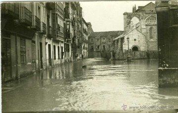 Postal de la inundación de la Iglesia de Valladolid