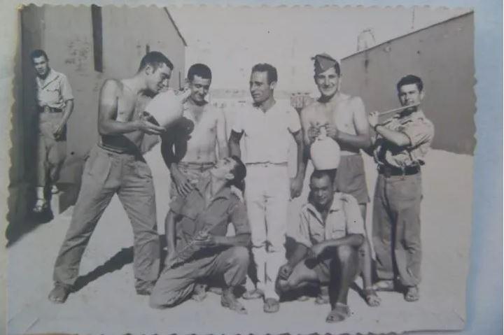 Fotografía de botijos en La Legión