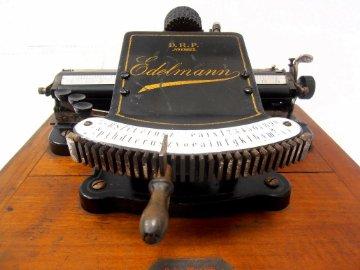 Máquina de escribir Edelmann (Alemania, 1898)