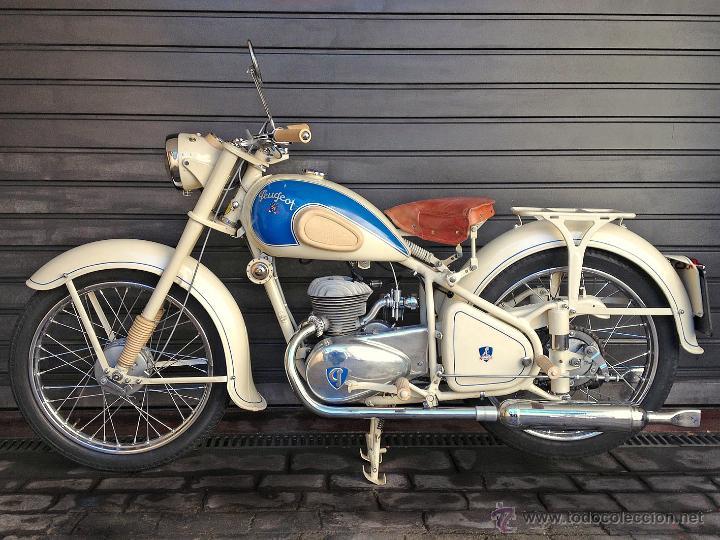 Moto clásica Peugeot