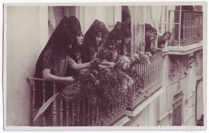 Coleccionismo de Semana Santa: mujeres en mantilla