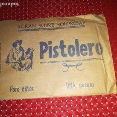 Tebeos: GRAN SOBRE SORPRESA PISTOLERO - CON UN TEBEO DEL OESTE - AÑOS 60. Lote 115362747