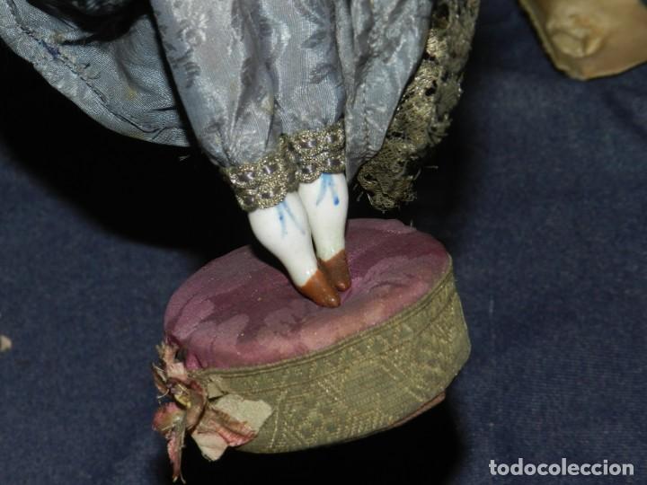 Tebeos: (M) MUÑECA DE PORCELANA ANTIGUA S.XIX CON VESTIDO DE ÉPOCA, 21CM, SEÑALES DE USO NORMALES - Foto 4 - 234471755
