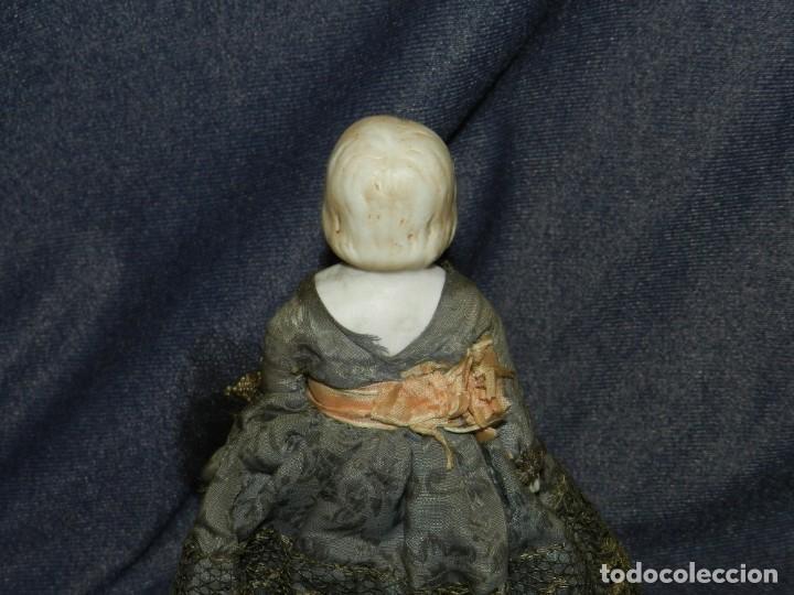 Tebeos: (M) MUÑECA DE PORCELANA ANTIGUA S.XIX CON VESTIDO DE ÉPOCA, 21CM, SEÑALES DE USO NORMALES - Foto 5 - 234471755