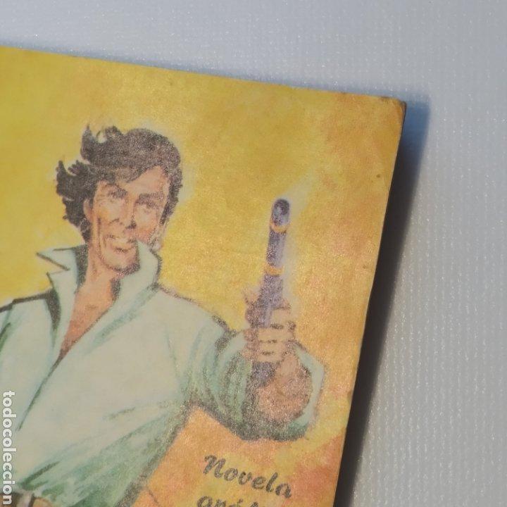 Tebeos: Lote 3 Novela Gráfica TORAY 27 El Corsario Rojo 28 El Extraño caso del Doctor Jekyll 35 Oliver Twist - Foto 19 - 286713823
