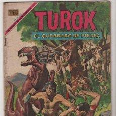 Tebeos: TUROK # 4 NOVARO & TUROK # 61 GOLD KEY VERSION ESPAÑOL E INGLES MISMO NUMERO . Lote 40139825
