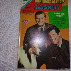 Tebeos: NOVARO DOMINGOS ALEGRES LASSIE 894. Lote 95496344