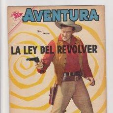 Tebeos: AVENTURA LA LEY DEL REVOLVER 220. Lote 235469325