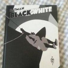 Tebeos: BATMAN BLACK AND WHITE VOL. 1 ECC MAS REGALO EL SUPERPODER MAS IMPORTANTE. Lote 260602705