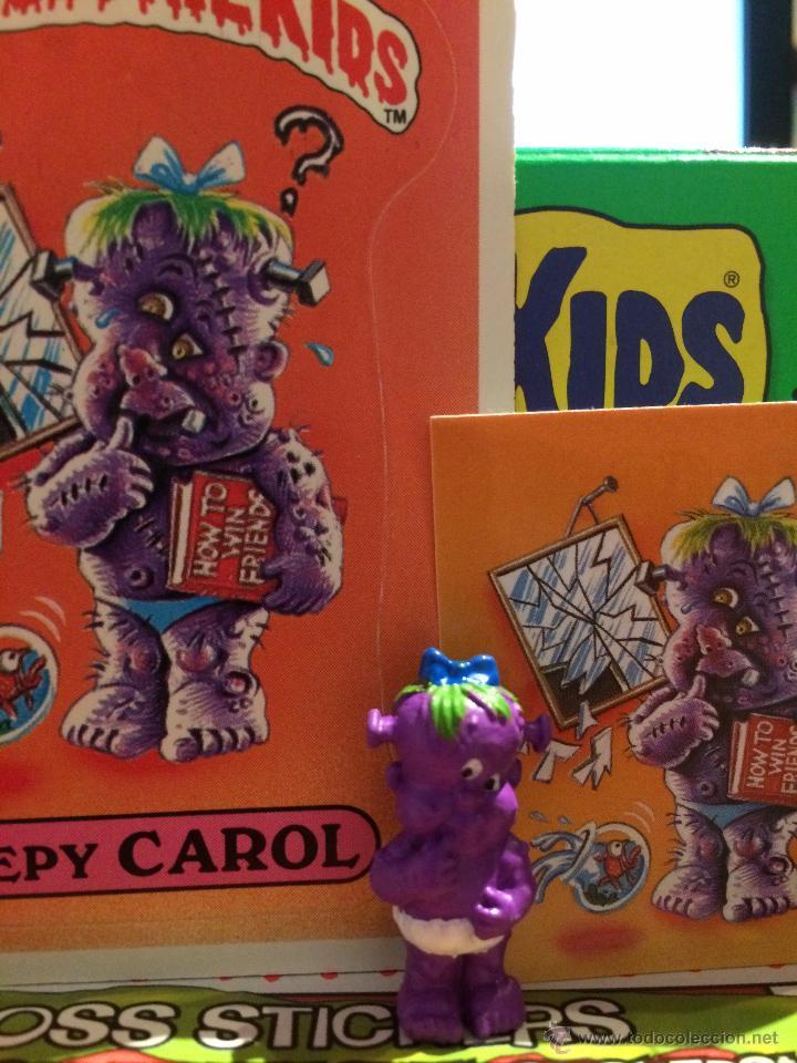 GARBAGE PAIL KIDS - LA PANDILLA BASURA - MINIKINS - CREEPY CAROL (COLOR) (Coleccionismo - Cromos y Álbumes - Trading Cards)