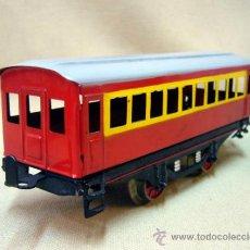 Trenes Escala: VAGON DE VIAJEROS, DE HOJALATA, FABRICADO POR PAYA, ESCALA 0, PASAJEROS. Lote 32999048