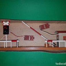Trenes Escala: PASO A NIVEL ESCALA 0, DE LA CASA RODABOLAS (BARCELONA), AÑOS 50.. Lote 87124644
