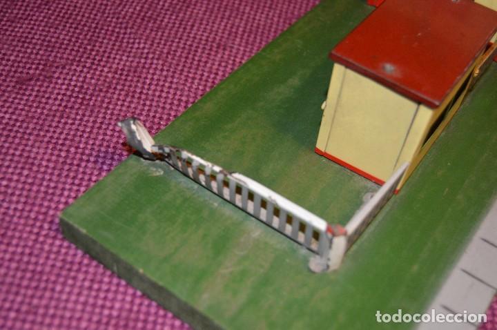 Trenes Escala: ANTIGUA ESTACIÓN DE TREN PAYA ESCALA 0 hojalata y madera -- AÑOS 50 -- REF. 1260 -- ESCUCHO OFERTAS - Foto 5 - 94815923