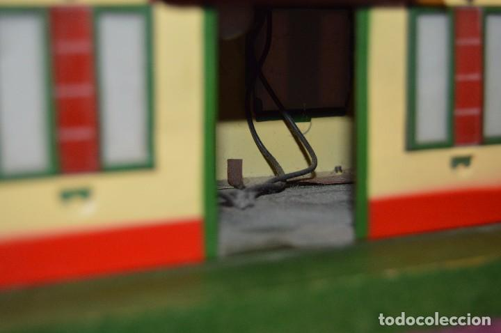 Trenes Escala: ANTIGUA ESTACIÓN DE TREN PAYA ESCALA 0 hojalata y madera -- AÑOS 50 -- REF. 1260 -- ESCUCHO OFERTAS - Foto 13 - 94815923