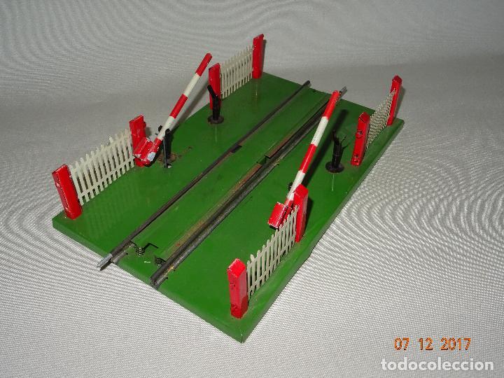 Trenes Escala: Antiguo Paso a Nivel con Barreras para Trenes en Escala *0* de Juguetes RICO - Foto 3 - 105576223